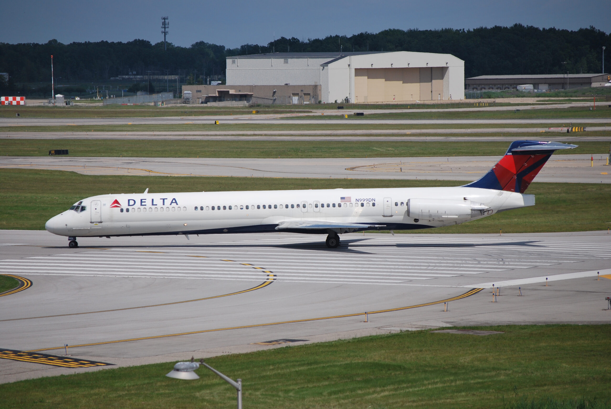 Delta Air Lines McDonnell Douglas MD-88 was taking off from Detroit Metropolitan Airport.